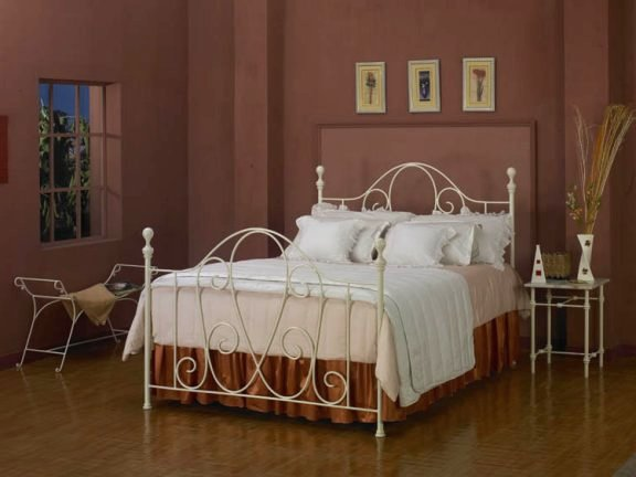 ijzeren bed Mulberry